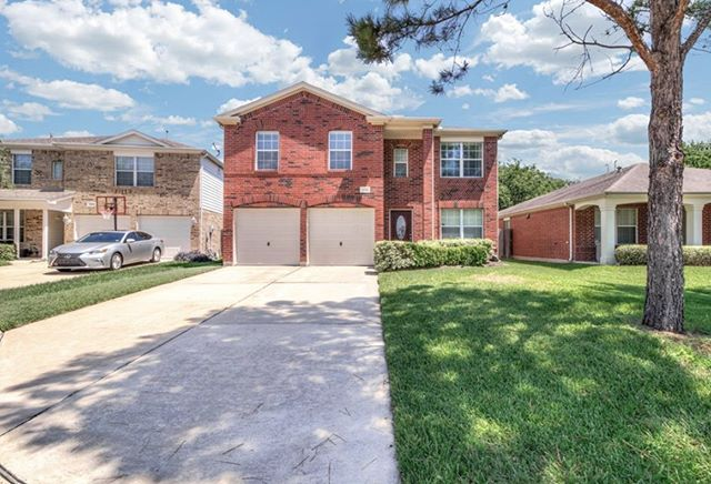 Smooth closing for a fantastic client!! She purchased a beautiful home in Canyon Lakes, minutes from Towne Lake's center:)! Listing agent was amazing to work with, it's always nice to work with another professional agent! #houstonbroker #houstonrealestate #houstonrealtor #closingdeals #cypressrealestate