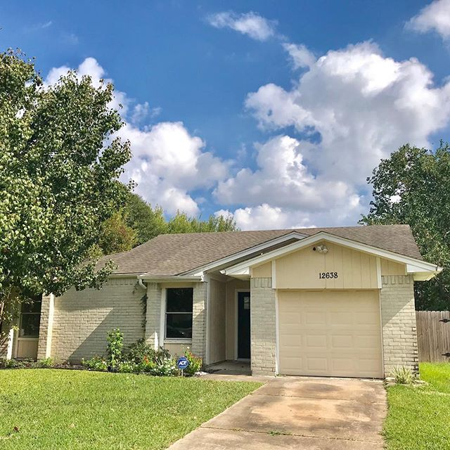 New three bedroom, single family home for lease! Zoned to #cyfairisd, no carpet throughout, updated kitchen, ready for move in! #houstonrentals, #cyfairisd #houstonleasing #houseforrent Call 832-878-7713 or DM for pricing info or appointments.