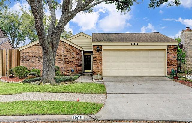 #NewListing Beautiful! One story, three bedroom home across the street from the green space and community pool, located in the Clearlake area. French doors, large yard, lush landscaping plus a beautiful sunroom off the master bedroom are just a few of the items that make this charming home a must see! Message us for more info! #houstonrealestate #houstonbroker #houstonrealtor