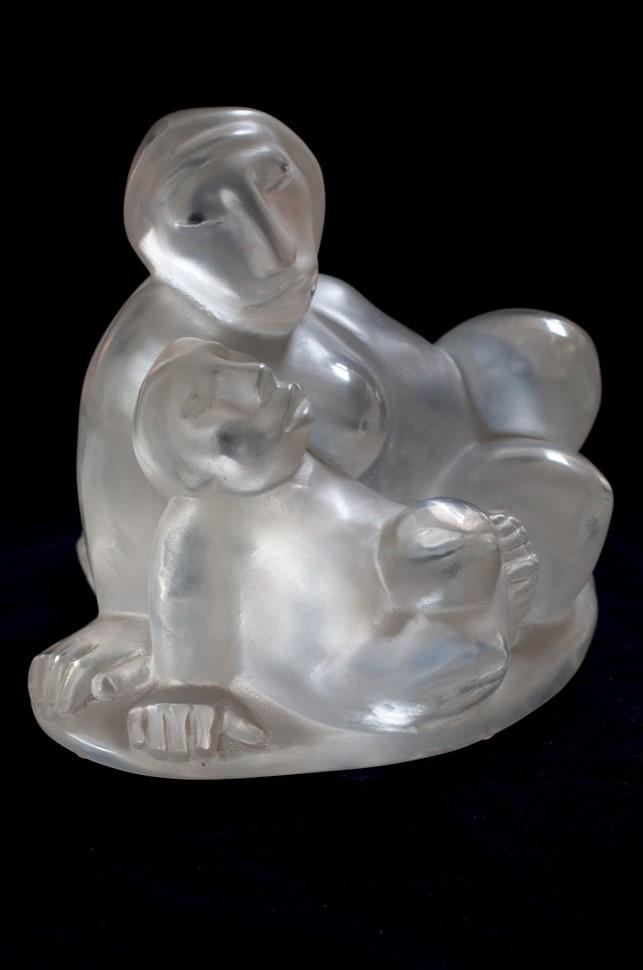 José Nicolas    Madre e hijo   Escultura en acrílico