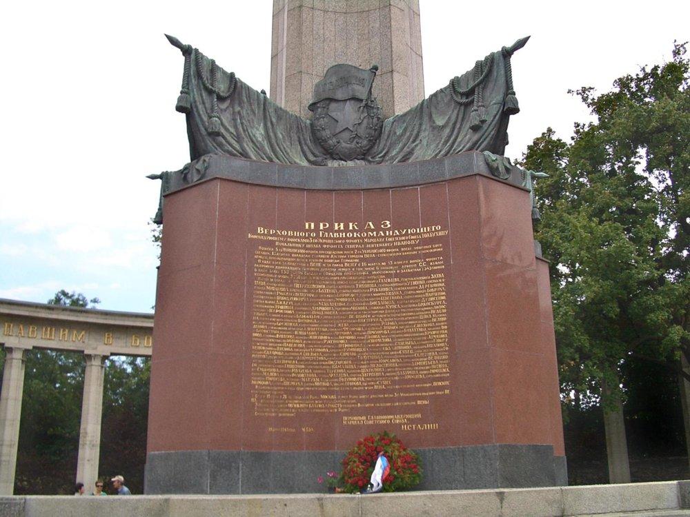 02l-soviet-army-memorial-vienna.jpg