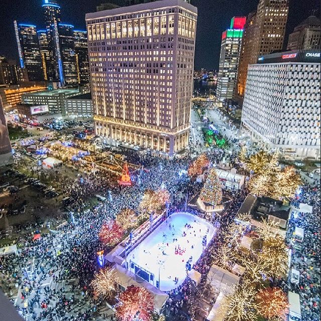 In honor of the holiday season we wanted say how excited we are to be working with the @downtowndetroitpartnership, and congrats on a great Tree Lighting! #itsinthedetails #detroitevents #eventplanner #jrtcevents #eventdesign #eventstyling #eventdecor #eventinspiration #detroit