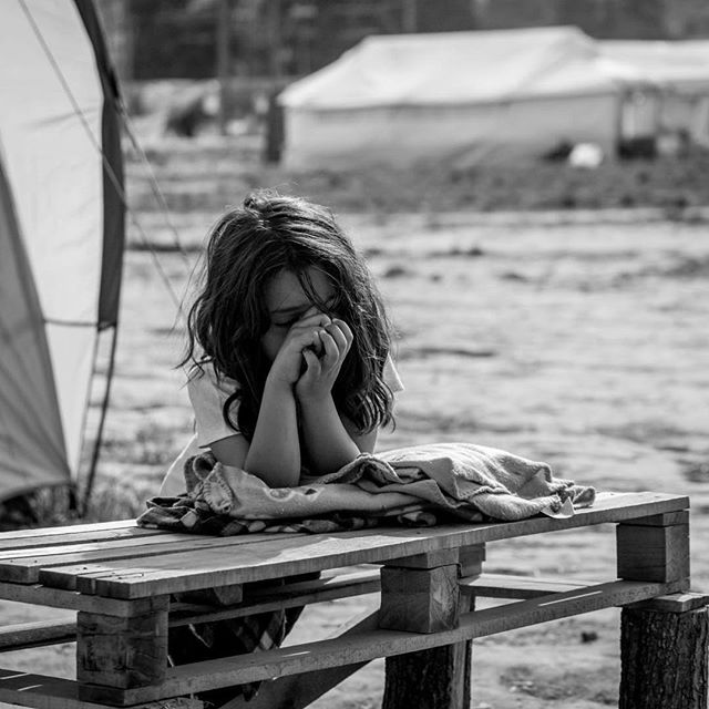 A young girl photographed by RefuAid Greece