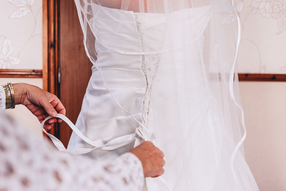 lacing the back of the wedding dress