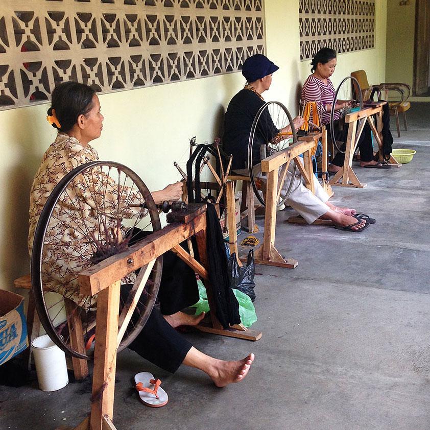Tenun in Jogja | Raya Exchange