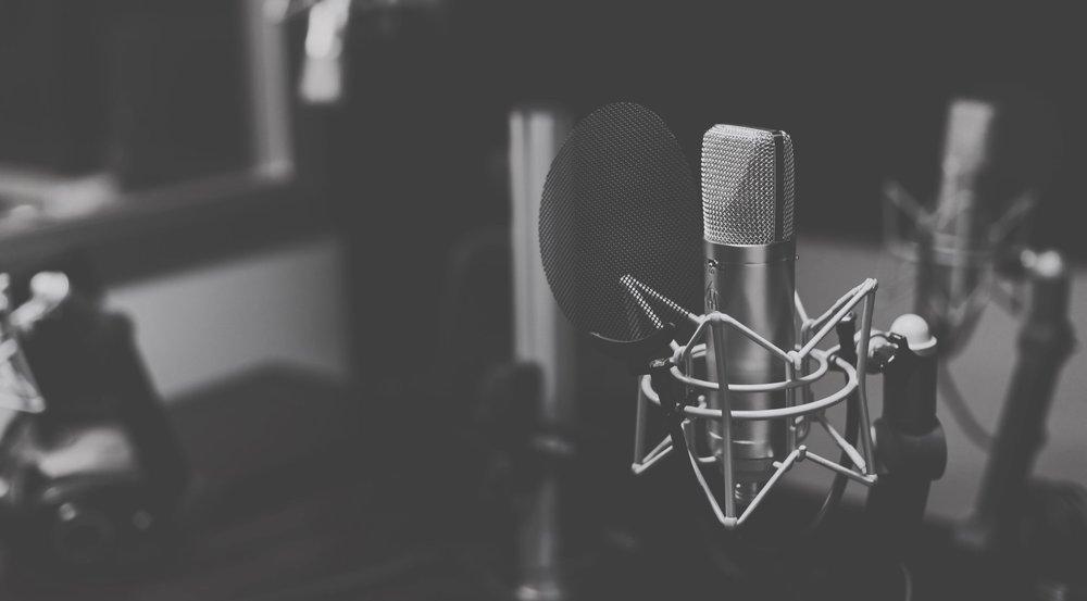 DEINE VOCALS - Die Performance ist wichtiger als jede Technik.Nur wenn du dich absolut wohl fühlst, gelingen 100%Wir liefern Expertise, Technik und vor allem Atmosphäre.