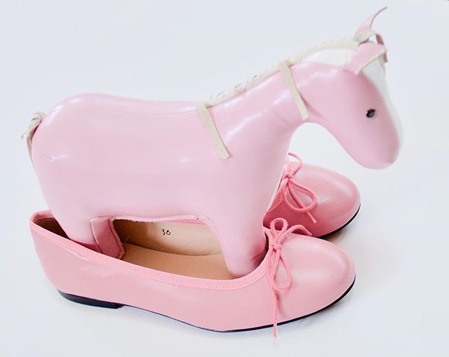 "We kick off our KP theme with 'coming at you like a (pink) horse...?? Doesn't quite have the same ring to it as ""dark horse"" does it? ⠀ .⠀ .⠀ .⠀ Don't forget you can win Katy Perry tix - see our shoebox post for details 💗🍩⭐️⠀ .⠀ .⠀ .⠀ #pink #pinkshoes #katyperry #melbournefashionblogger #melbournemums #melbournemusic #melbourneblogger #pinkday #katyperryconcert #wintickets #melb #melbourneiloveyou #melbourneshuffle #melbourneart  #melbournedesign #shoedesigner #shoesoftheday #pinkhorse #prettyinpink #girlypink #lovepink #thinkpink #melbournestyle #thisishowwedoit #darkhorse #katyperrysweeps"