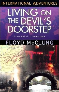 When thousands of young people checked out of Western society and sought enlightenment in the East, Floyd and Sally McClung set aside the comforts of American suburbia and answered God's call to reach out to them with the gospel. Living on the Devil's Doorstep is a dramatic example of the difference one family can make when they are willing to trust God and walk in obedience to His call for their lives.