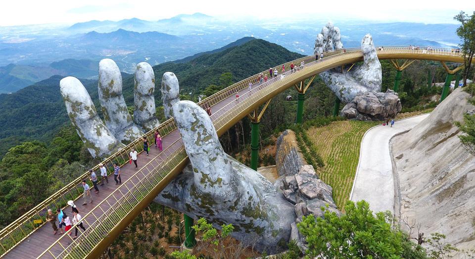 Golden-bridge-ba-na-hills-vietnam-1.jpg