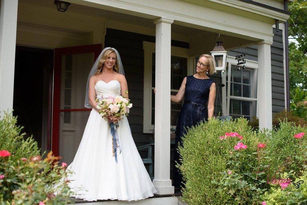 bride-posing-with-mom-crested-henn-farms.jpg