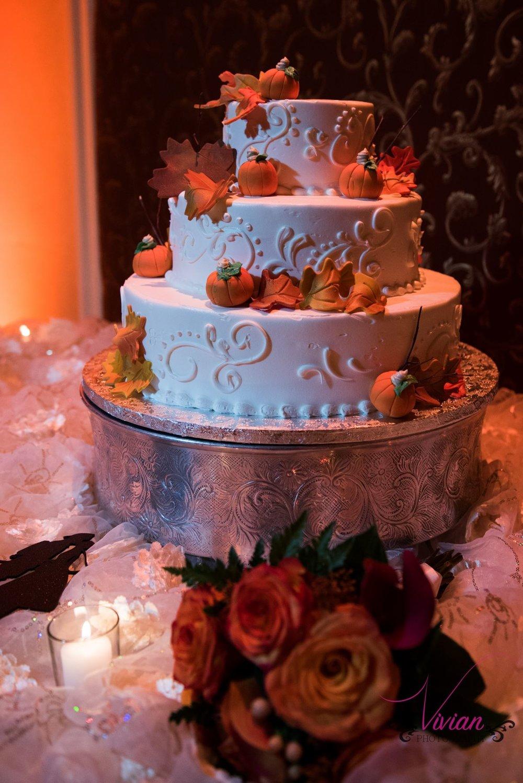 autum-wedding-cake-with-decorative-pumpkins.jpg