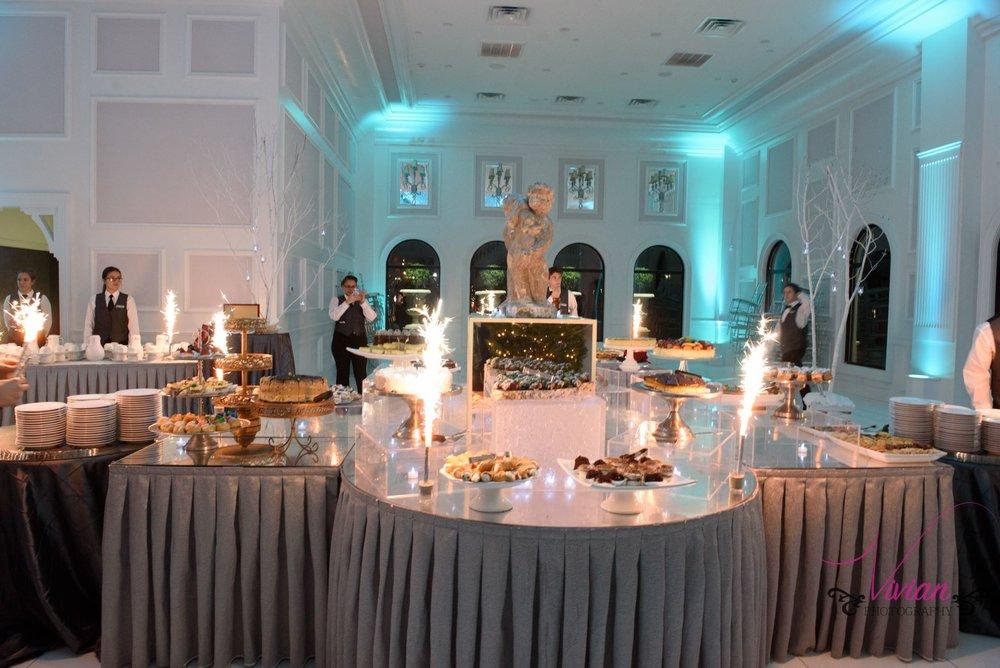winter-wonderland-dessert-table-sparklers.jpg