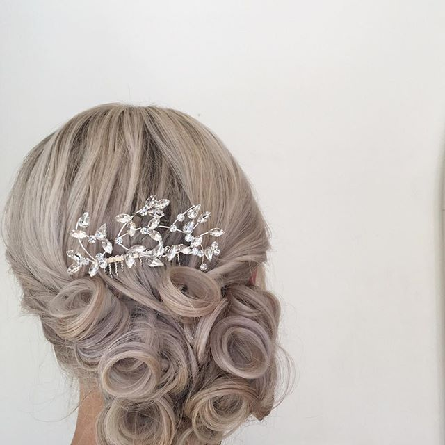 Prom & Wedding Season are upon us & I'm booking NOW for hair & makeup! #epiphanynorthshore #updo #shainaramseyhair // I used #Aveda Air Control & Brilliant Finishing gloss to create this look. 😍