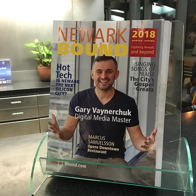 I get off the plane at EWR and who's there to greet me?? None other than my friend @garyvee 💪🏼👊🏼 #garyvee
