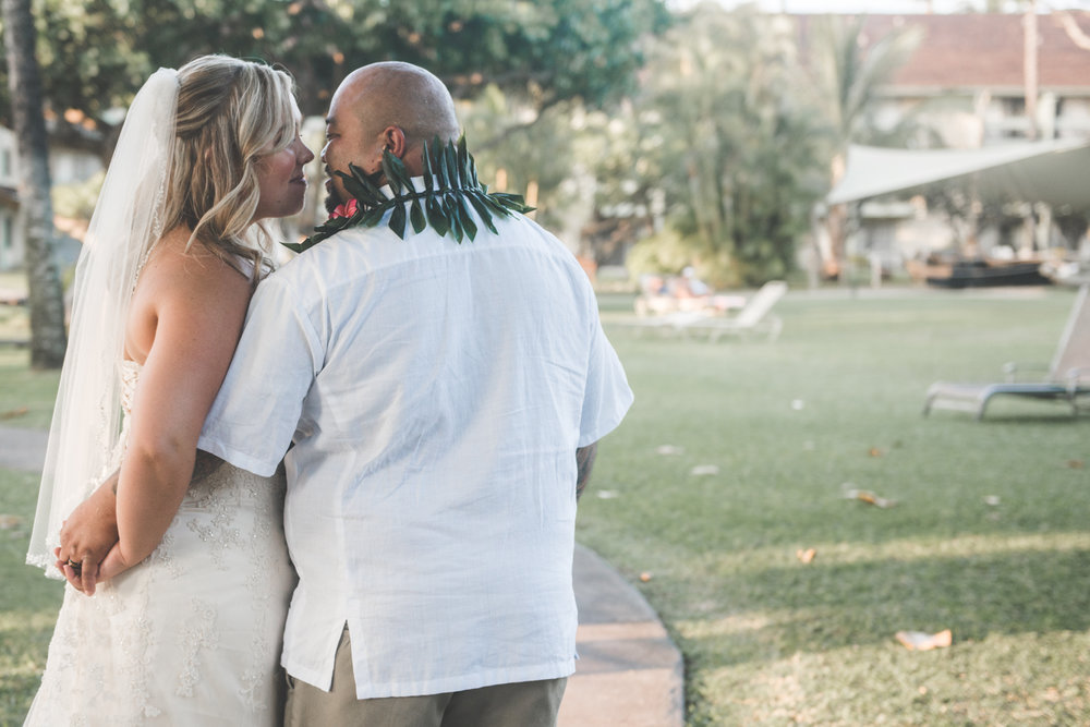 bride and groom kiss in kaanapali wedding