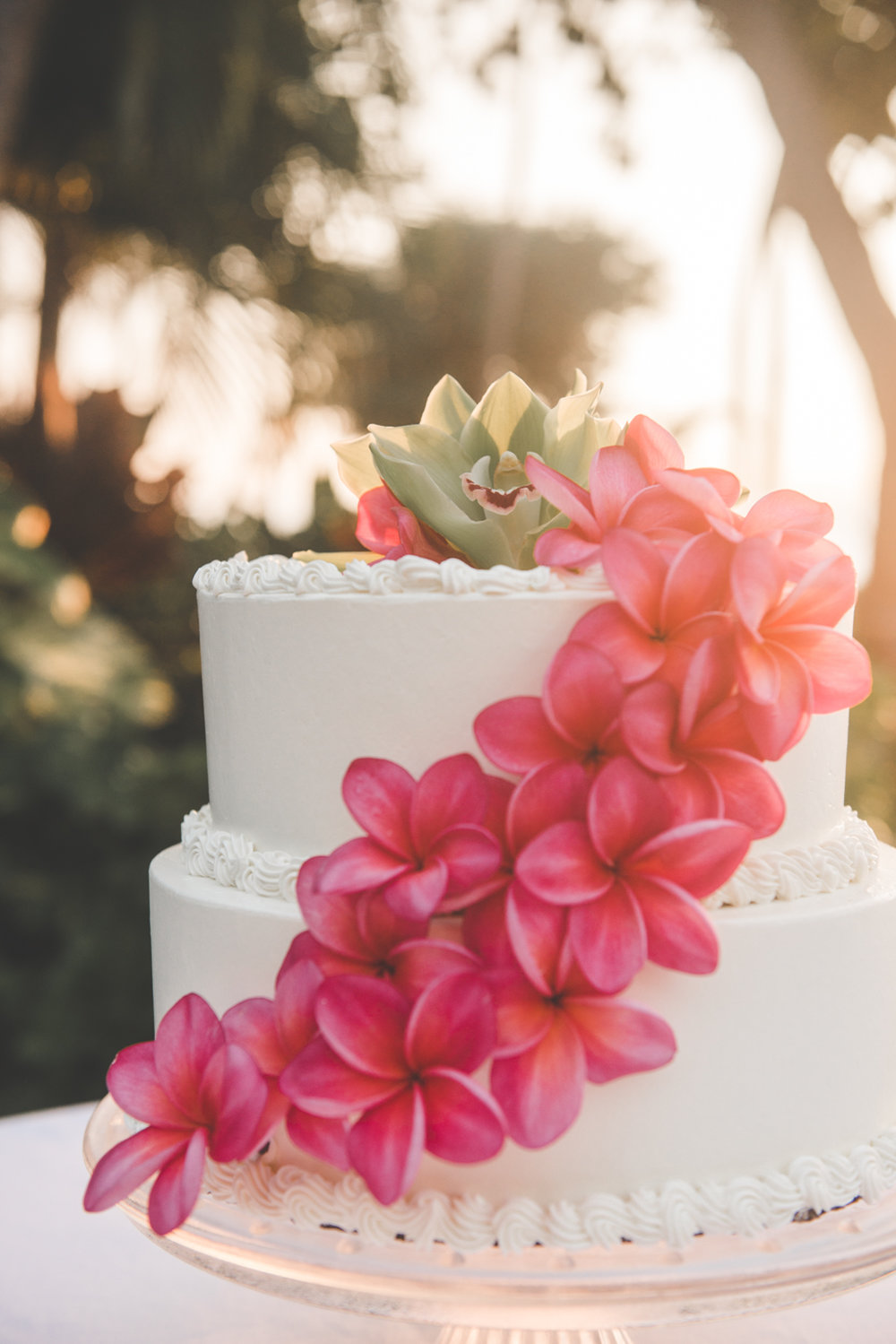 maui wedding cake with flowers
