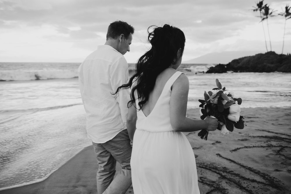 Maui wedding black and white