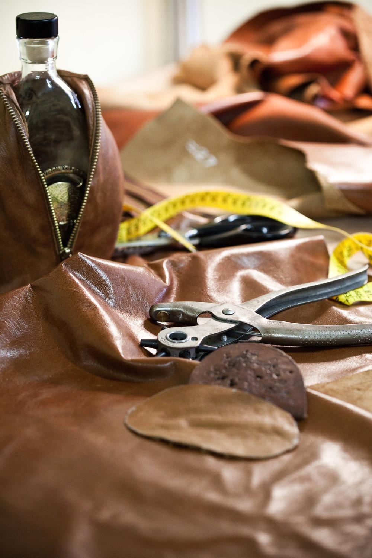 anothos-evoo-leather-case-6.jpg