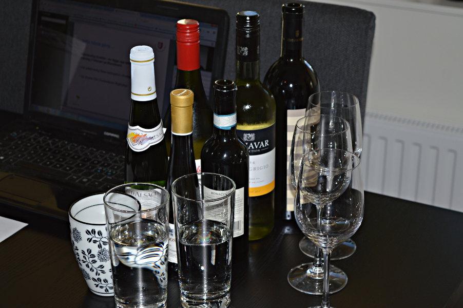 Vinprovning för kursen dryckeskunskap.