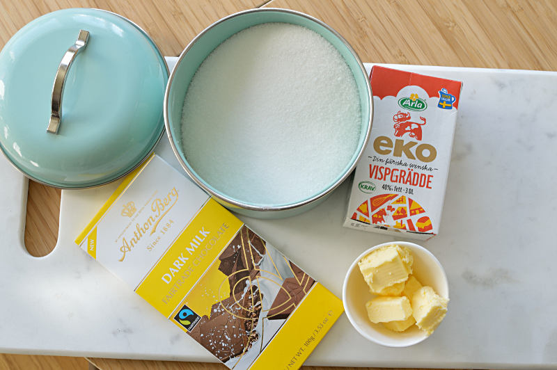 Choklad, smör, socker och vispgrädde