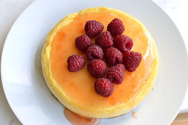 Cheesecake med citron och hallon.
