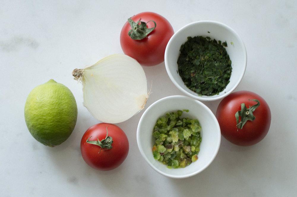 Tomat, koriander, lime, silverlök och jamapeños, snart i en pico de gallo nära dig!