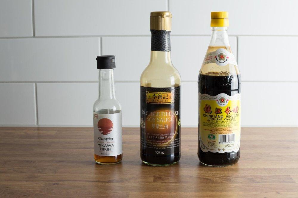 picklesingredienser - soja, mirin och svart risvinäger