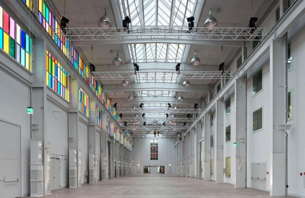 Die Trafo Halle ist eine der schönsten Locations in der Schweiz. Wenn Dich die Geschichte des Trafos interessiert, dann kannst Du diese hier nachlesen...