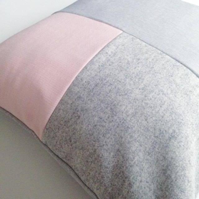 3c3f56a3 Three squared / grå og rosa møbelstof, lys grå uld — By Lindgaard