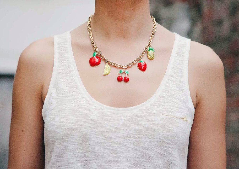 oh my spring chic-look-citymladyp-lady red-barbarella-collar