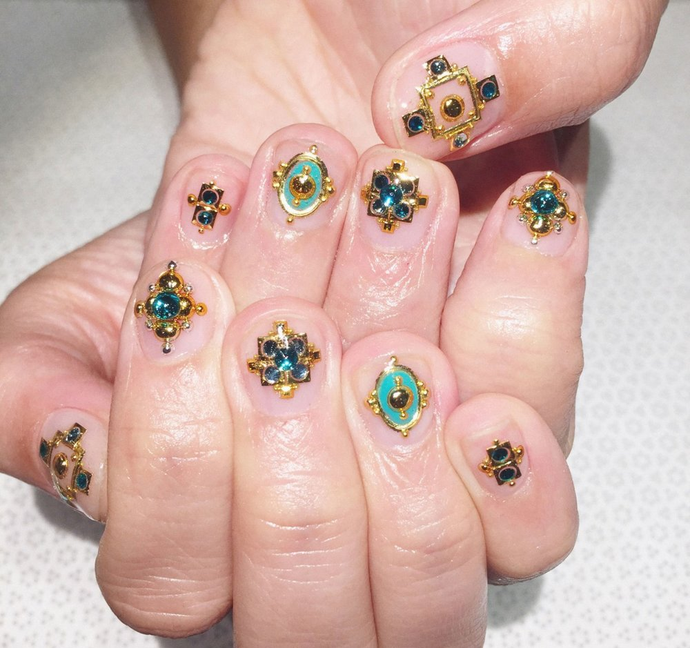 05-bling-witch-nails.jpg