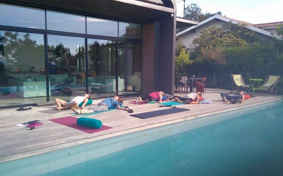 yoga yin poolside madrague (1).jpg
