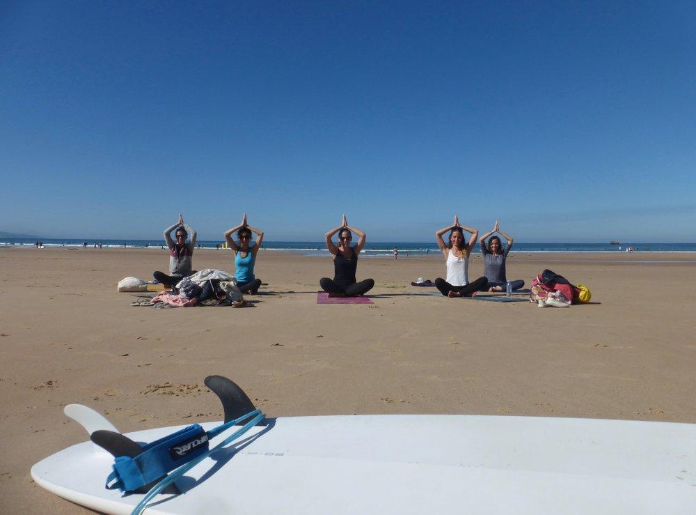 beach yoga girl group cote des basques.jpg