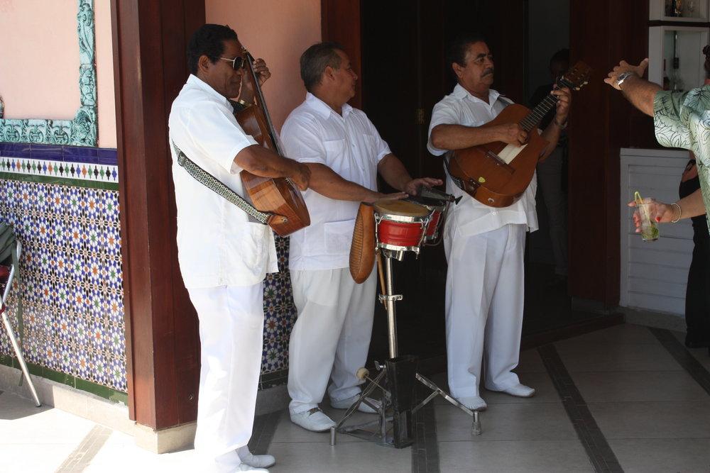 Ambos Mundos, Cuba