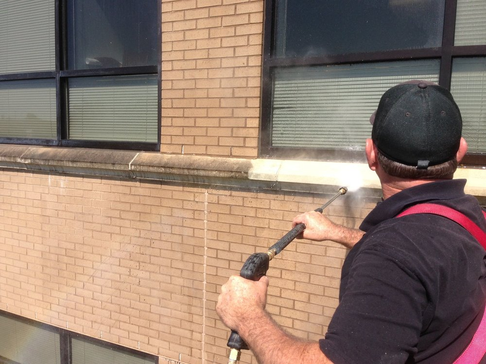 Sky Clean | Pressure Cleaning on a lift