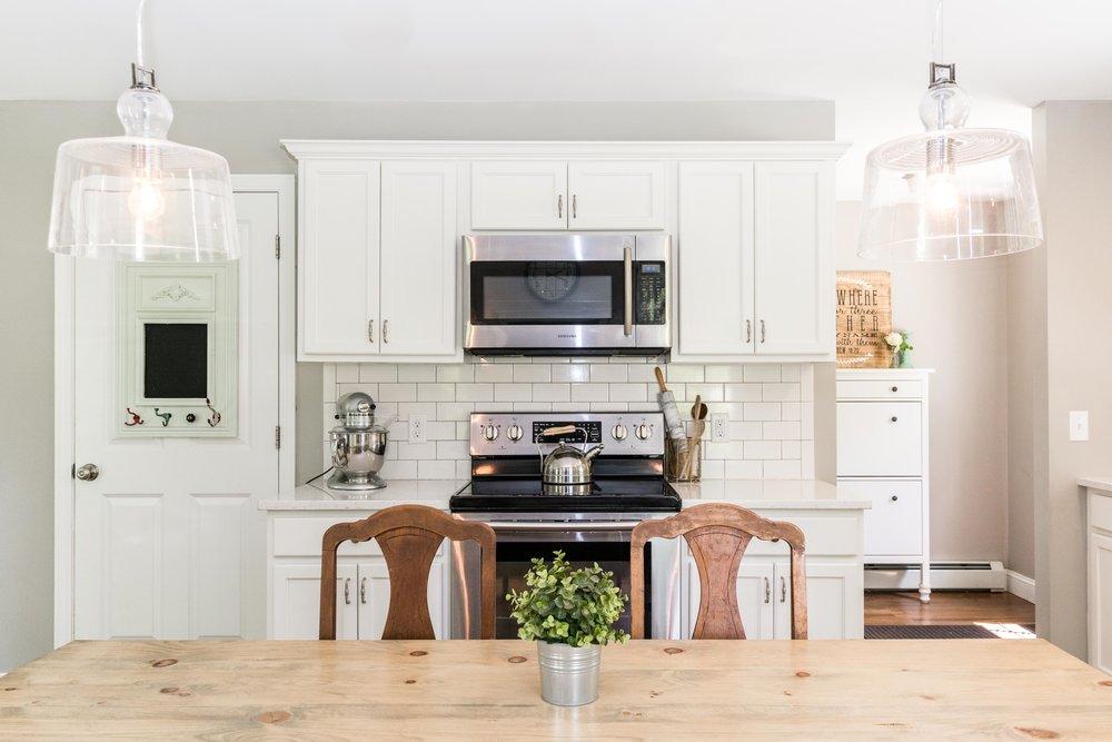 Autumn Lane Starter Home Colonial, Raymond Maine, Kitchen Stove