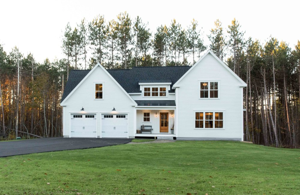 """Certainteed Monogram double 5"""" vinyl siding in Snow, with vinyl board and batten details."""