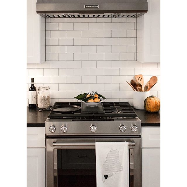 A moment from the Pleasant River Farmhouse, showcasing classic white subway tile, soapstone counters, and shaker cabinets 👌🏼 •  And a special shout-out to the Maine tea towel 💙 . . . . . Photo by @tessadmanning #mgmbuilders #customhomebuilder #customhome #newhomeconstruction #mainebuilder #buildingdreams #buildwithpassion #mainehomedesign #mainehomes #homedesign #generalcontractor #contractorsofinsta #buildersofig #keepcraftalive #finehomebuilding #mainehomelife #maine #windham #thisishome #apartmenttherapy #mydomaine #currentdesignsituation #dslooking #howyouhome #mainemade #mainelife #kitchendesign #farmhousekitchen #interiordesign