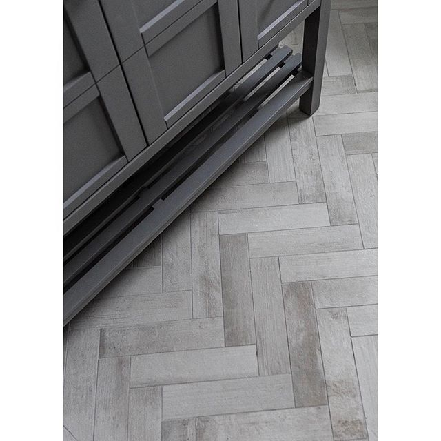 The beauty is in the details ✨ • • #herringbone #tilefloor #keepcraftalive