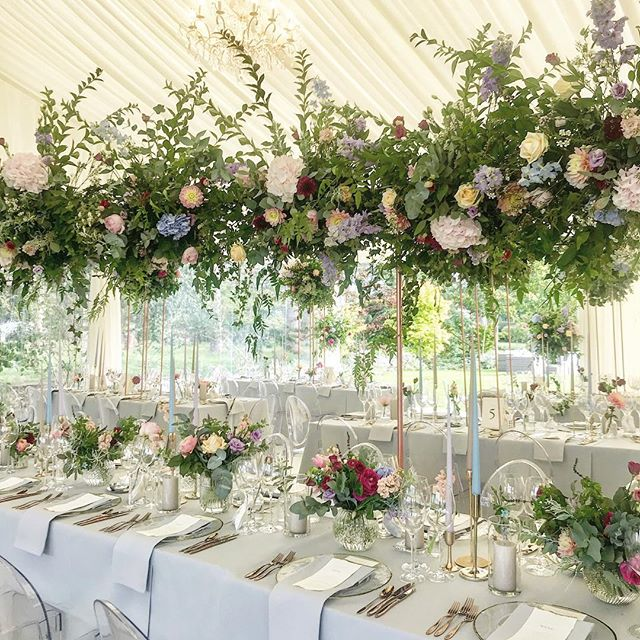 Today sees the end of an epic 3 day wedding which was just so much fun. This is a little section of the 32ft long canopy of flowers made over the top table. So much love and thanks to @stephaniejean_ @abicooke @stormandgraceflowers who made such a dream team! (Also, look how gorgeous @weddingsbyjennahewitt styled it all! Bronze cutlery, yes please! 💛)