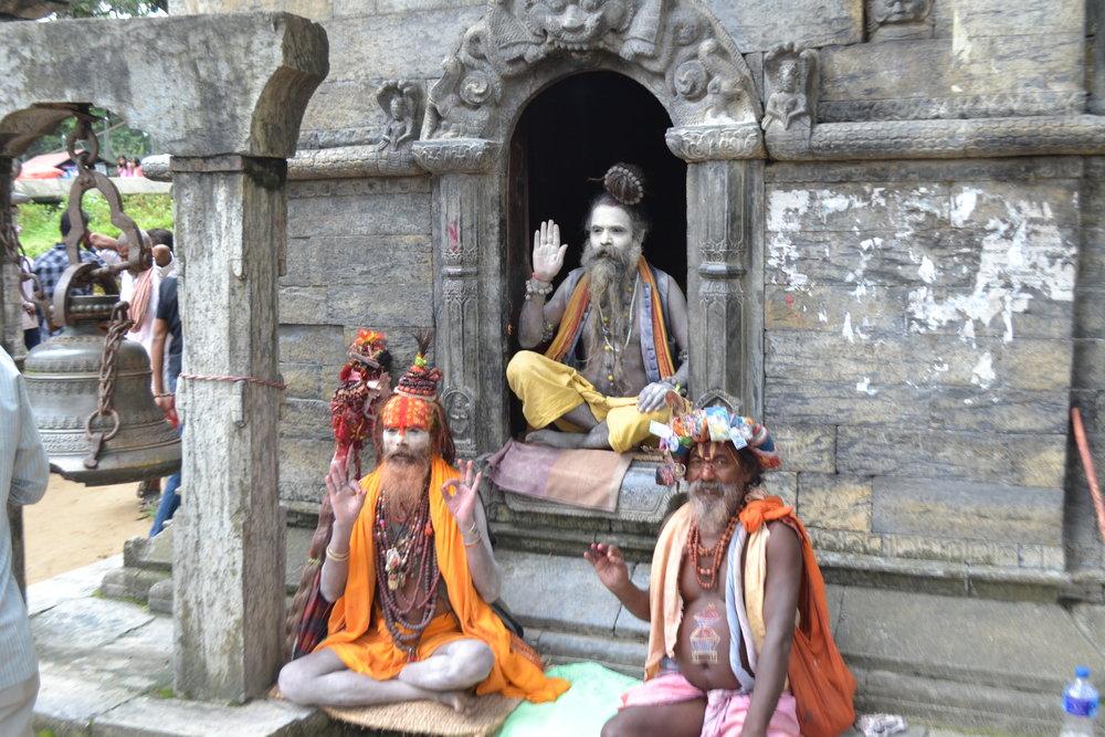 Sadus_at_Pashupatinath_temple.JPG
