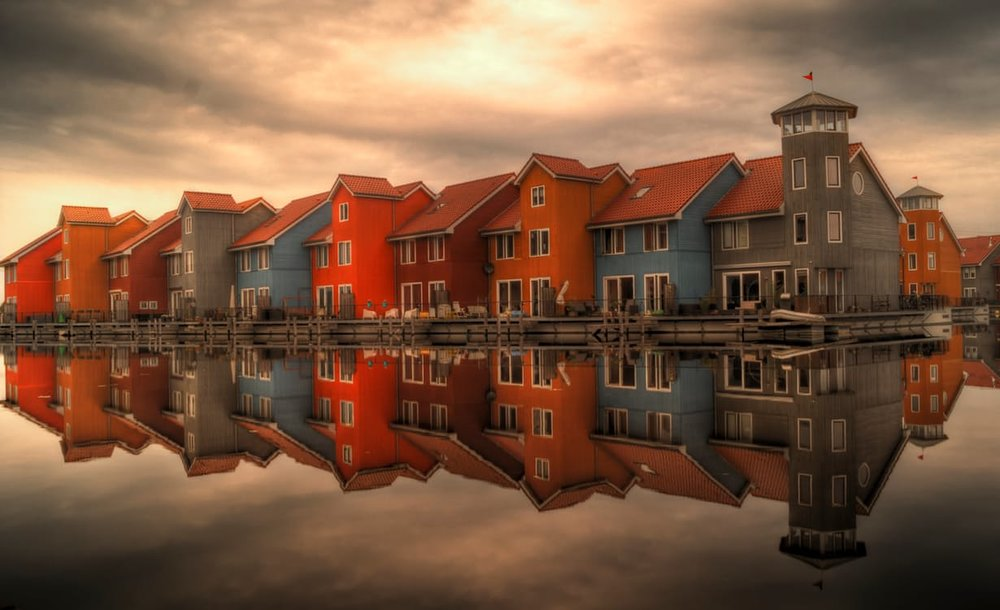 sea-houses-cloudy-buildings.jpg