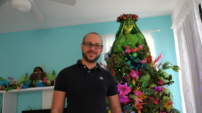 Source:http://www.orlandosentinel.com/elsentinel/comunidad/os-puerto-rican-creates-viral-moana-inspired-christmas-tree-20171204-story.html