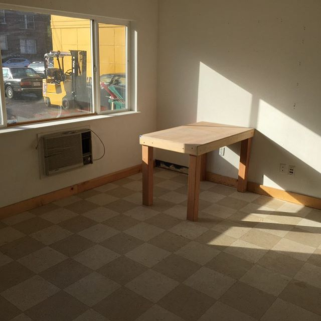 Oh man look at that #naturallight in that big ass #artstudio that is available to rent!  Come join our community today! Email walkercahall@Gmail.com for more info.