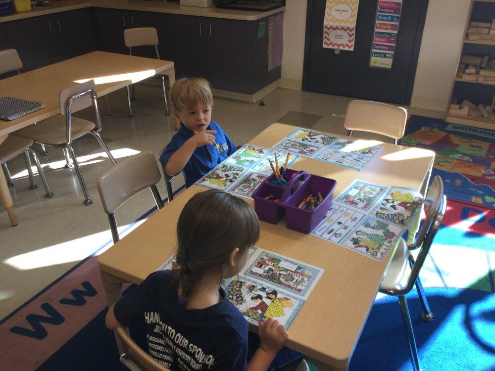 La Tortuga storybook assembling lesson.