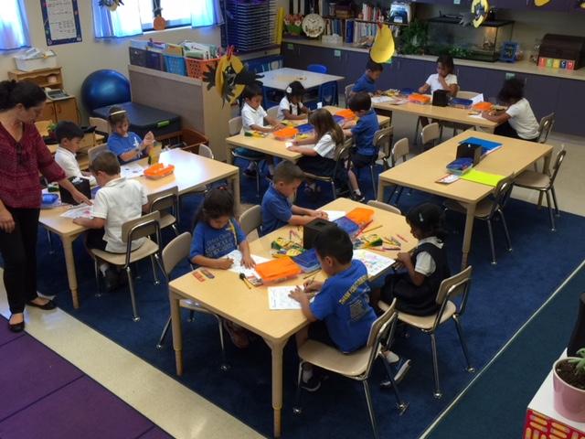 - We are learning our colors in Spanish. We know, verde, rojo, amarillo, azul, anaranjado, morado, rosado, blanco, cafe, negro. Do you know your colors in spanish?