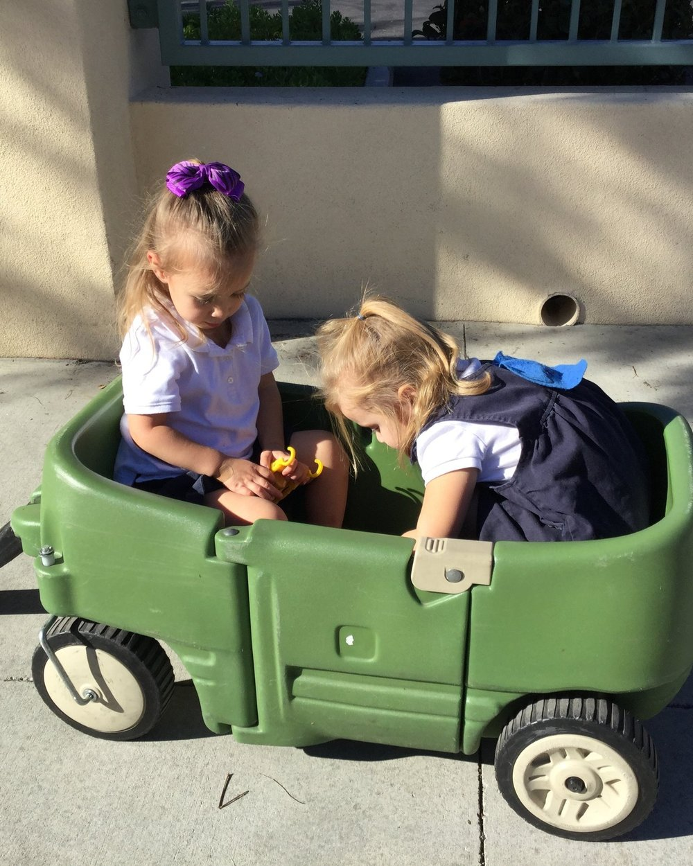 Making New friends in a wagon -