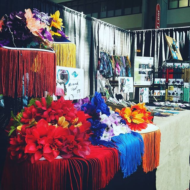 In love with all the colors our guest fashion Makerologist @errlooks literally brings to the table. Come get your vibrant festival swag at @bumbershoot. (Booth inside the Armory)