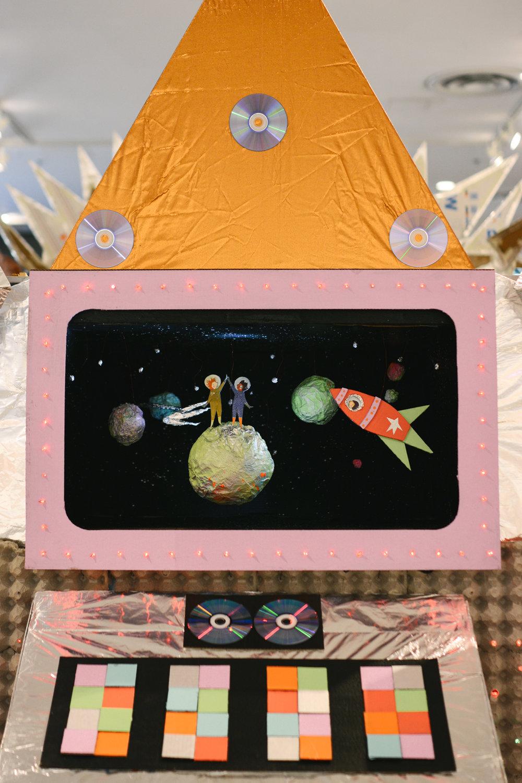 diorama astronauts (1 of 2).jpg
