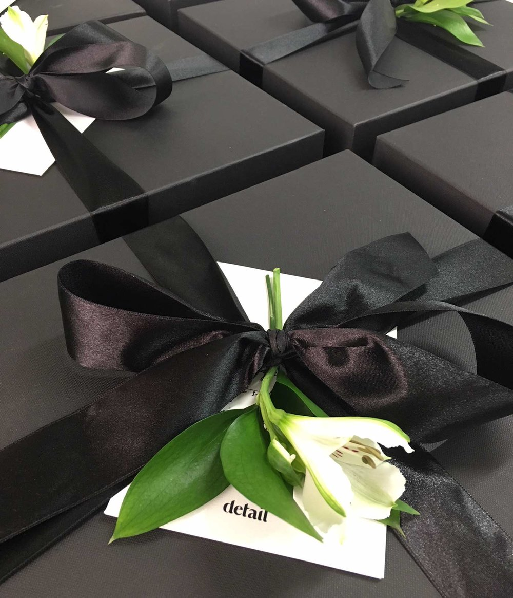 Detail-Xmas-Gift.jpg
